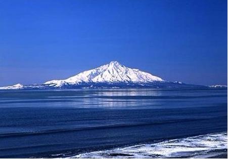 遠看像日本的精神象徵~富士山